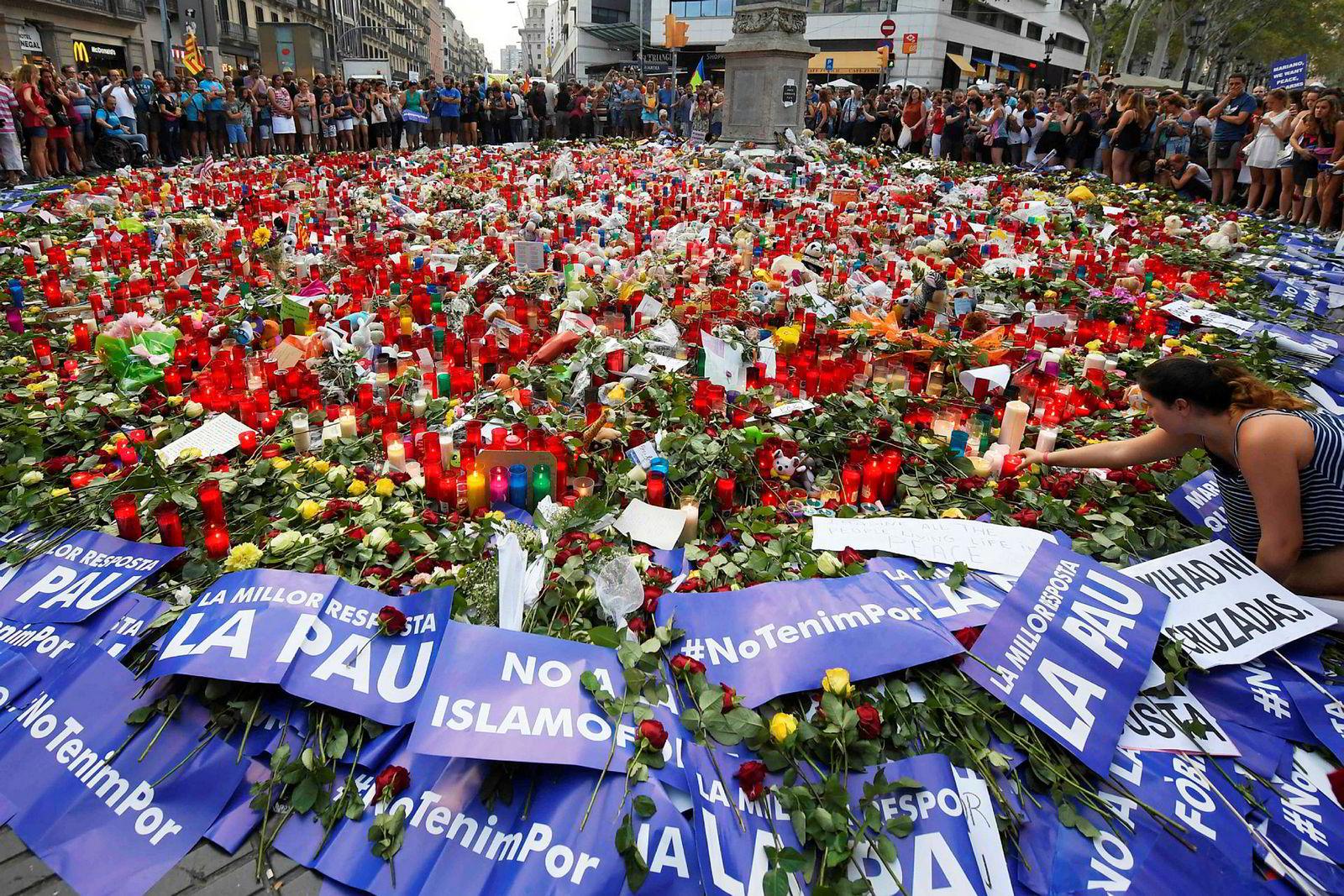 26. august markerte et hav av blomster åstedet for terrorangrepet på Las Ramblas i Barcelona 17. august. Ny Tid har publisert en artikkel hvor det spekuleres i at terrorangrepet var iscenesatt av spanske myndigheter.