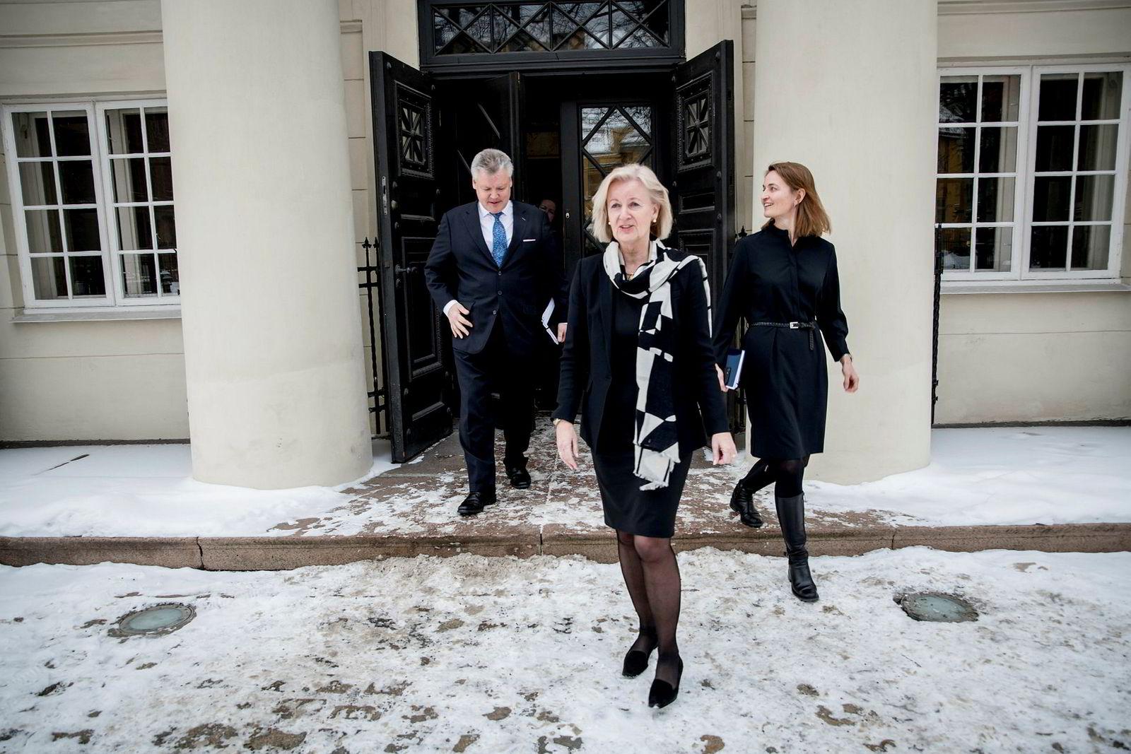 Børsdirektør Bente A. Landsnes og styreleder Catharina Hellerud (til høyre), her med toppsjef Lauri Rosendahl i Nasdaq Nordic da Nasdaq presenterte sitt bud på Oslo Børs VPS.