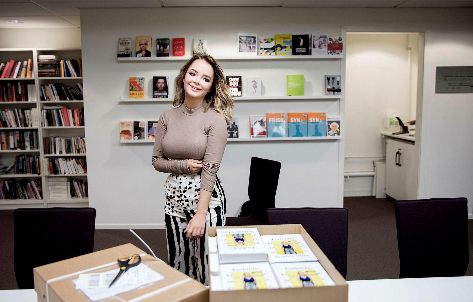 Sophie Elise Isachsen ga ut sin første bok i 2016. Nå har 23-åringen skrevet sin andre bok.