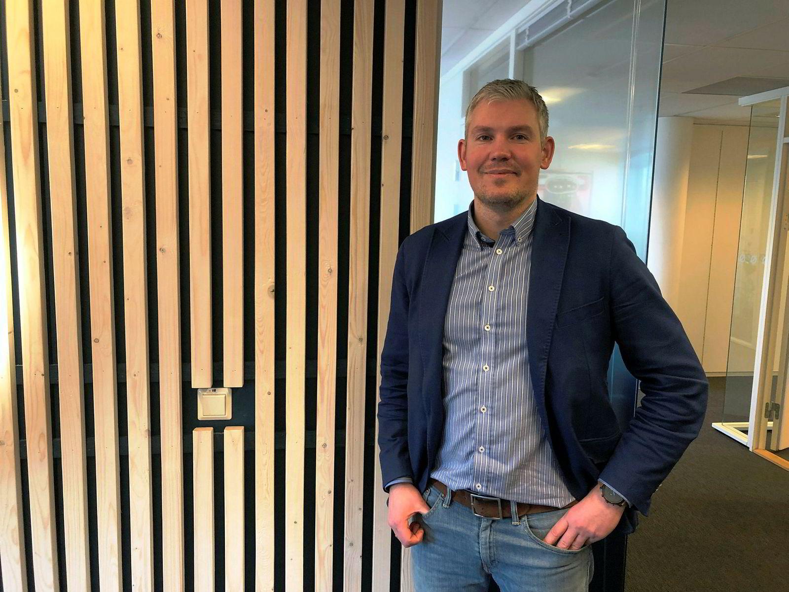 Fixrate-gründer Brynjar Ellingsen på besøk hos Nysnø i Stavanger i forbindelse med et initiativ for grønne bankinnskudd.