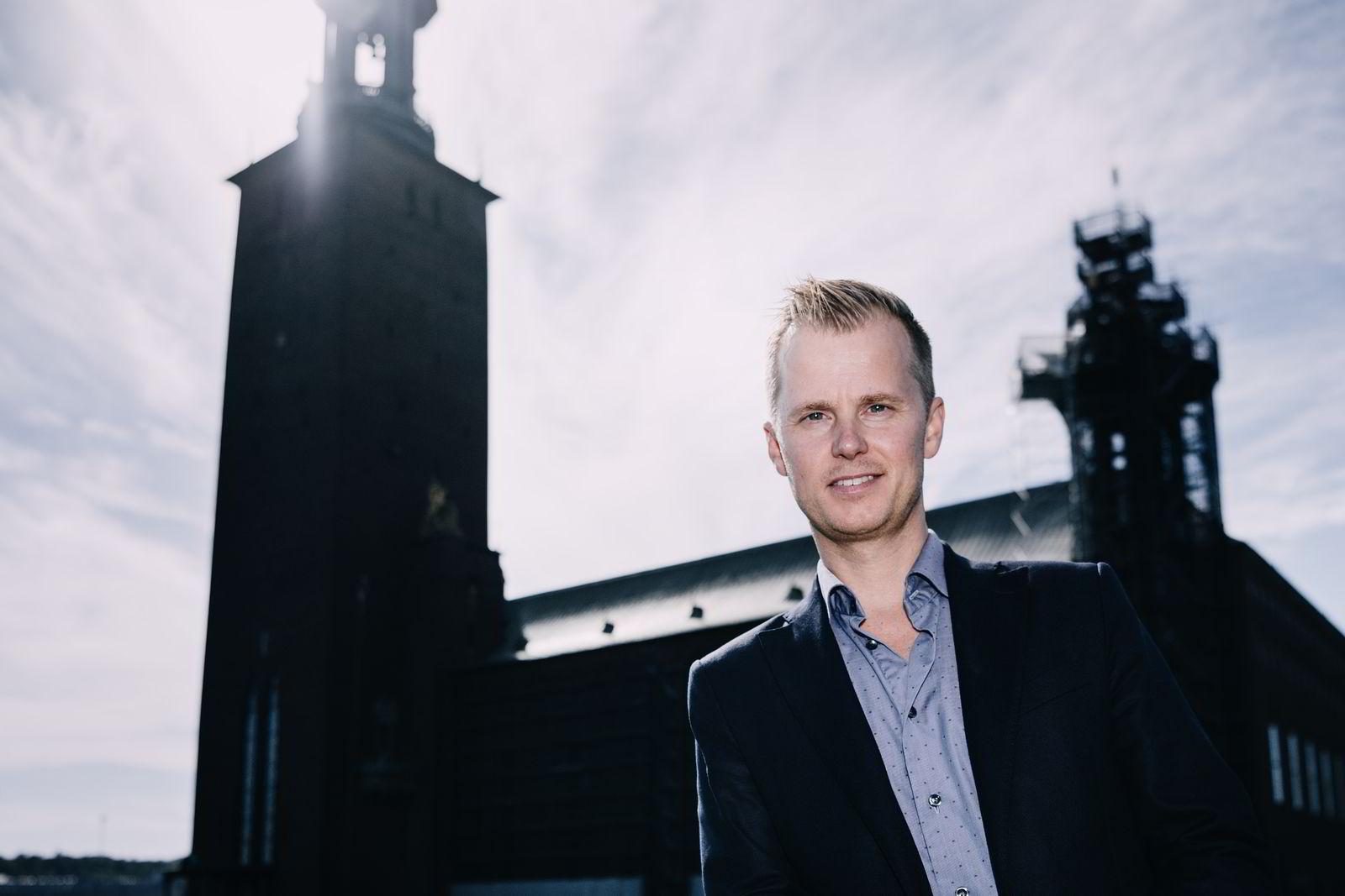 Anders Hamnes utenfor Stadshuset (rådhuset) i Stockholm.Foto: Erik Simander / BILDBYRÅN / Cop 201