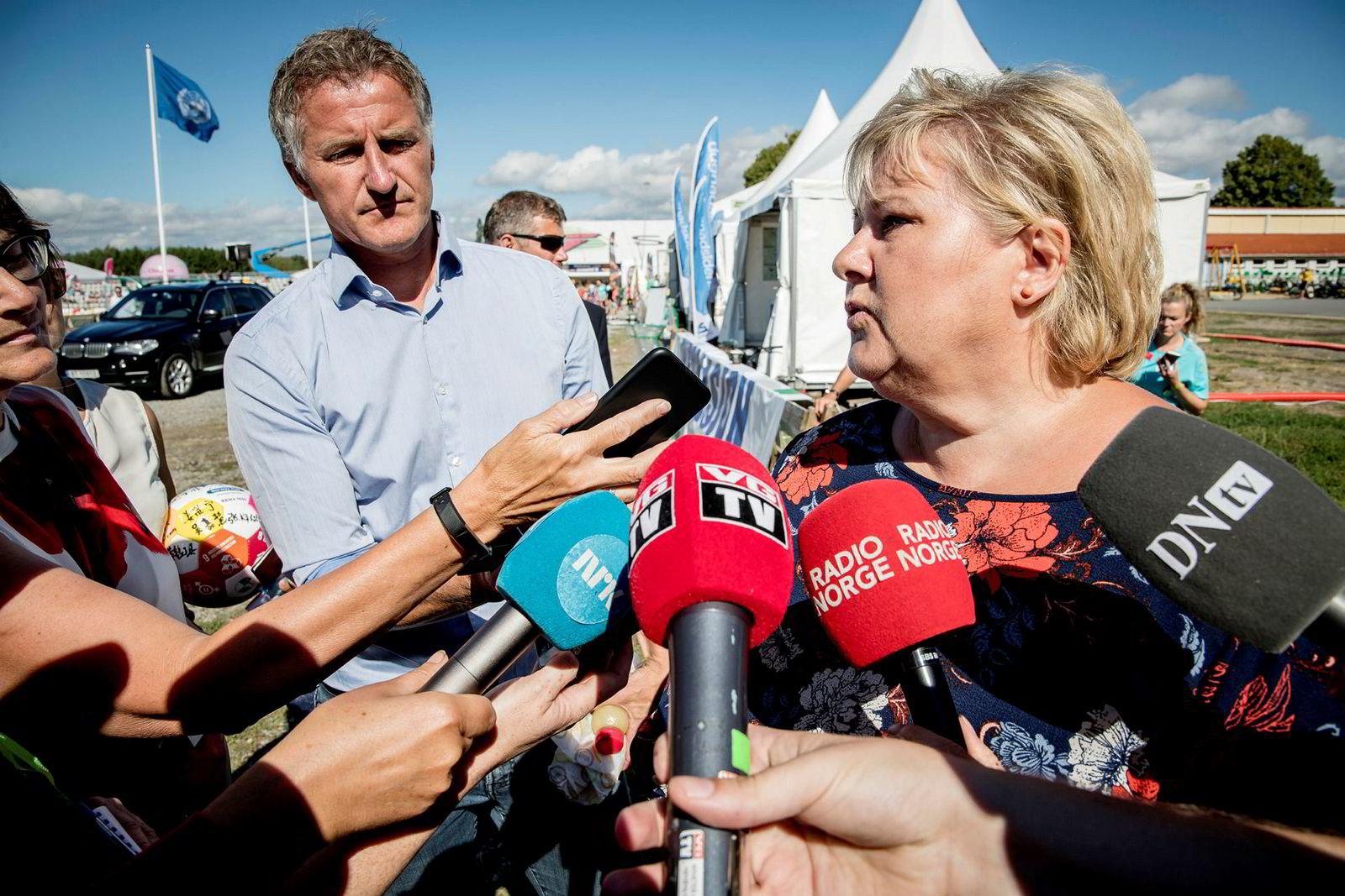 – Per Sandberg brøt regelverket, sa statsminister Erna Solberg til pressen etter hun hadde vært på Norway cup og deltatt som lagleder i en fotballkamp der næringslivstopper deltok i en felles markering til støtte for FNs bærekraftsmål.