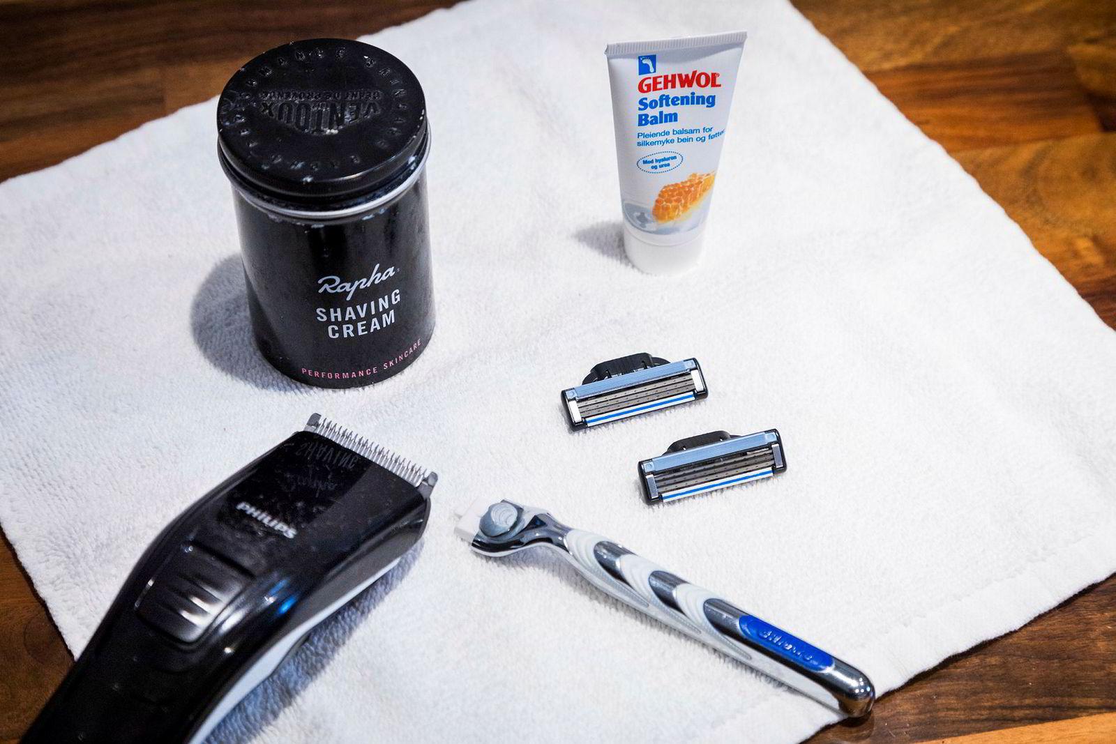 Dette trenger du får å få glatte sykkelben: Hårtrimmer, en god barberkrem, barberhøvel med nye blad av god kvalitet og en god fuktighetskrem.