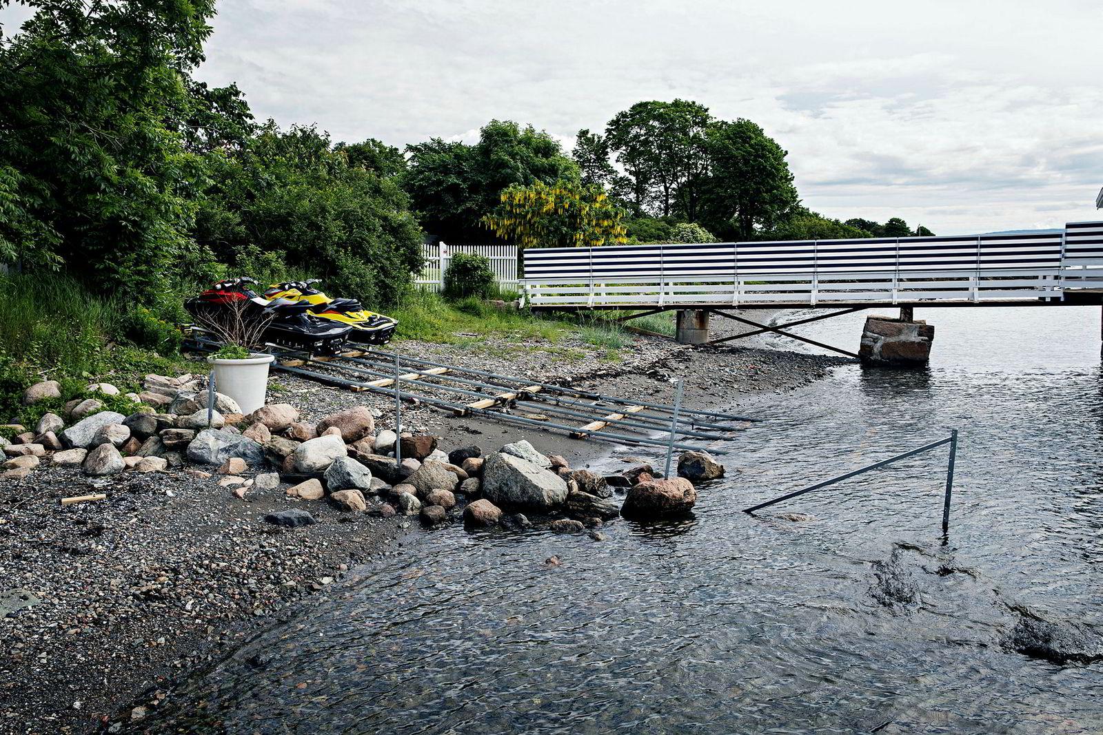 Slik så gangbroen ut i juni da plankekrysset var oppført.