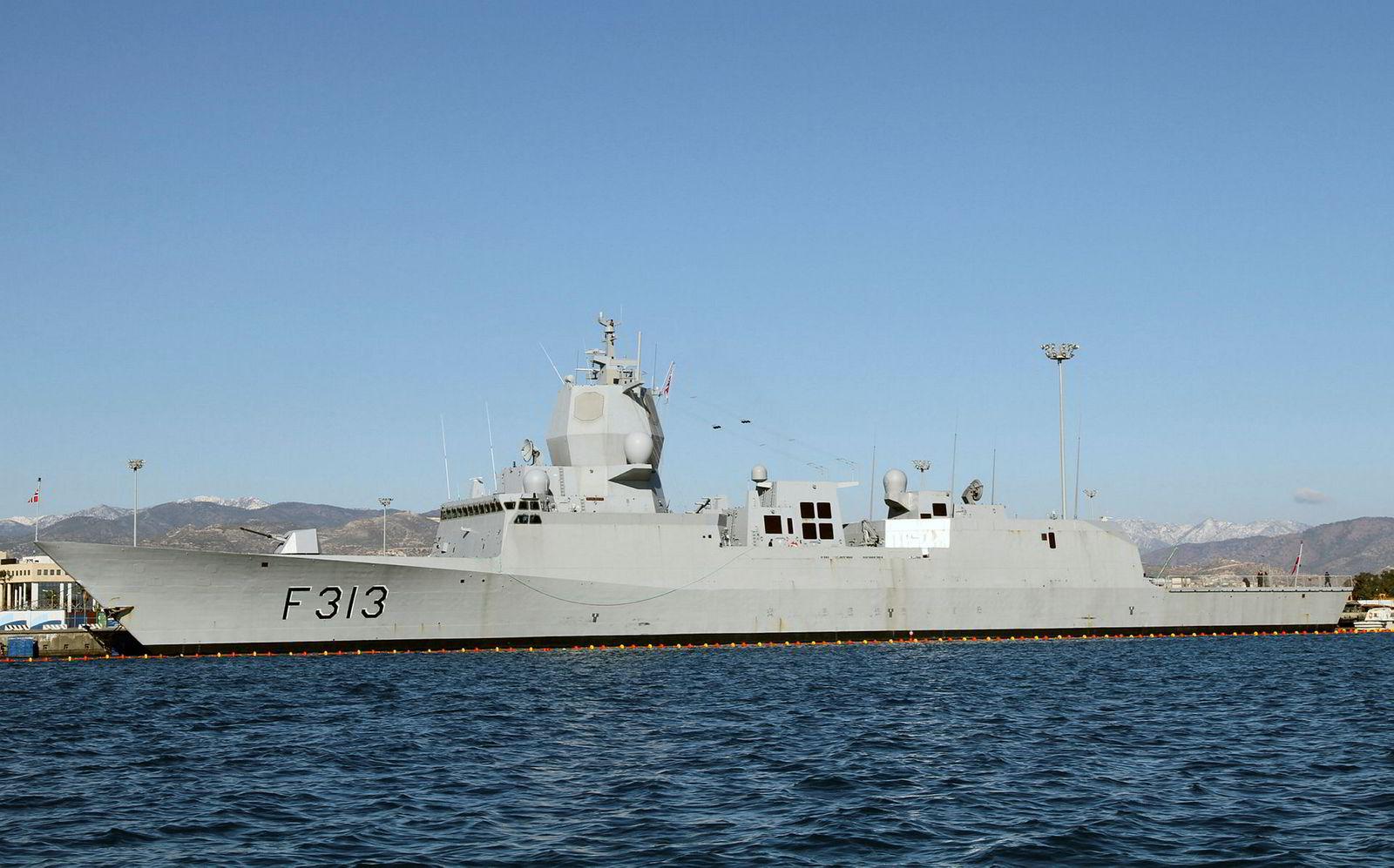 Fregatten KNM Helge Ingstad er evakuert etter en kollisjon med en tankbåt ved Stureterminalen i Øygarden. Her avbildet i Limassol på Kypros.