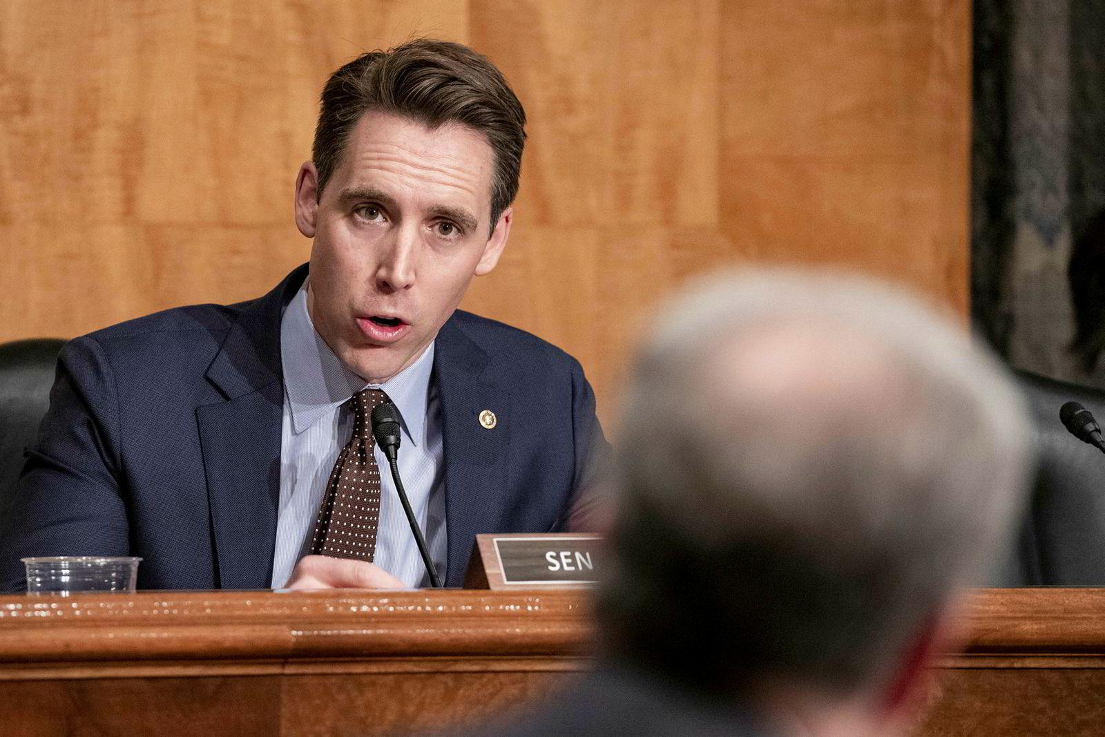 Senator Josh Hawley frykter video-appen TikTok truer amerikansk sikkerhet.