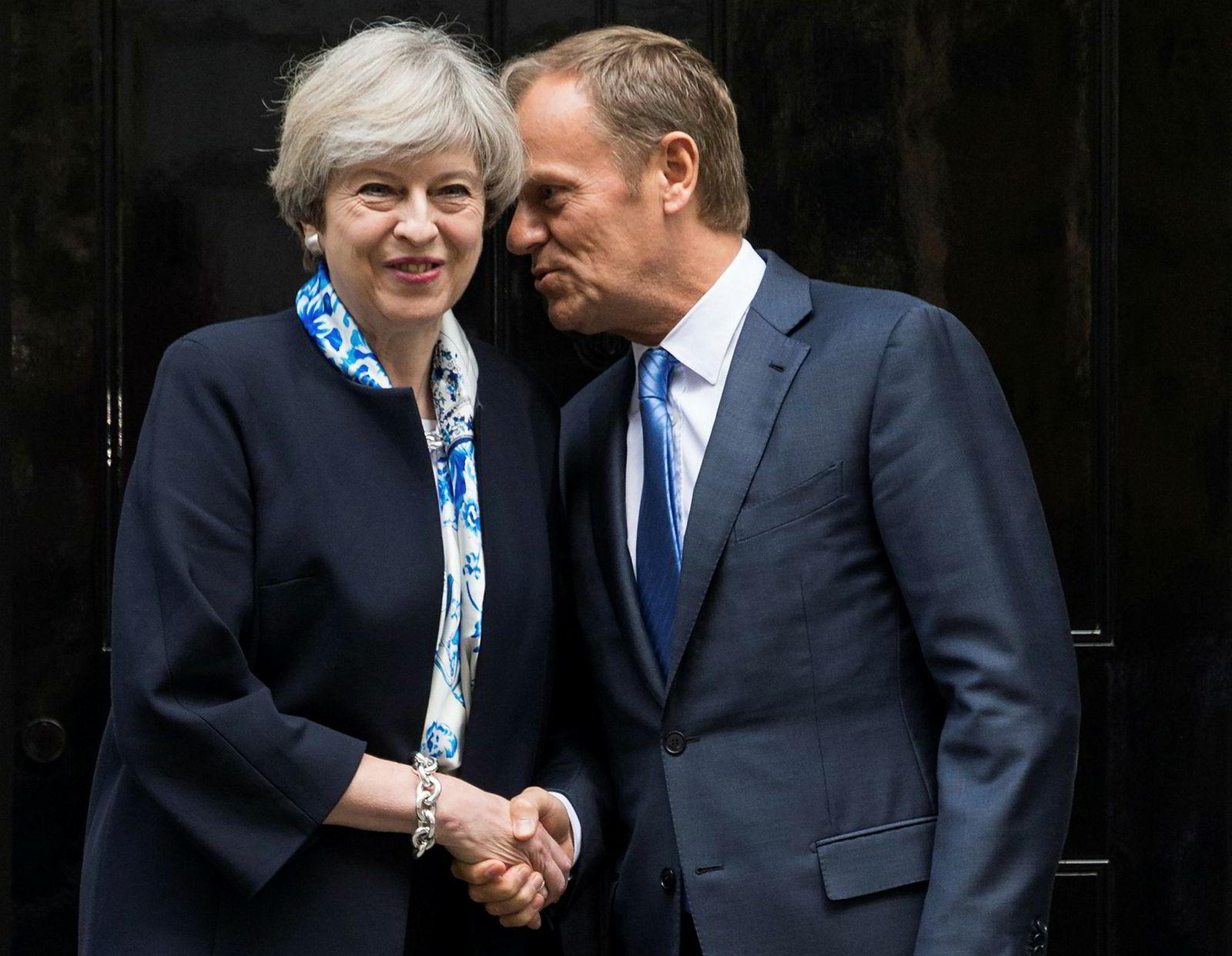 6. april 2017: Storbritannias statsminister Theresa May tok imot EUs president Donald Tusk i april i år for å diskutere brexit. Skjebnen til Storbritannia utenfor EU er som kjent fortsatt svært uklar på ettårsdagen for brexit. Tusk uttalte torsdag at han fortsatt drømmer om at brexit ikke skal skje.