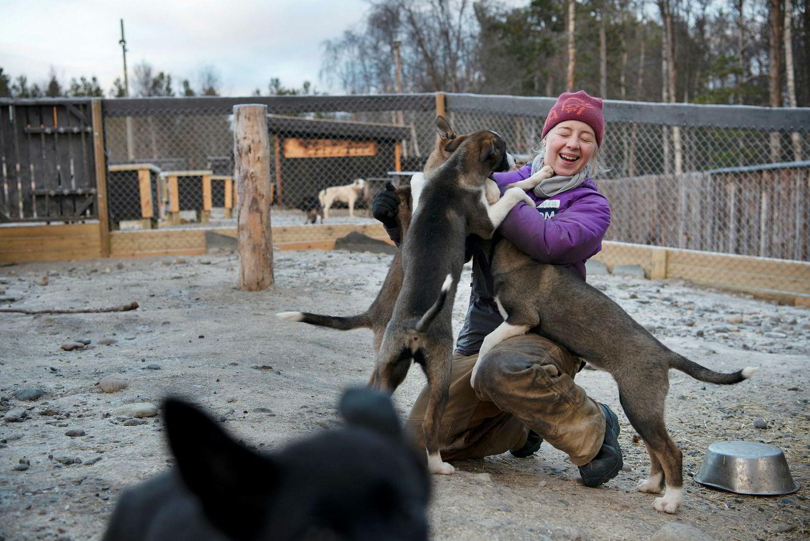Trines datter Hanna Lyrek (18) kjører hundeløp og har sammen med sin søster fått ti år på å vurdere om hun skal overta driften av selskapet.