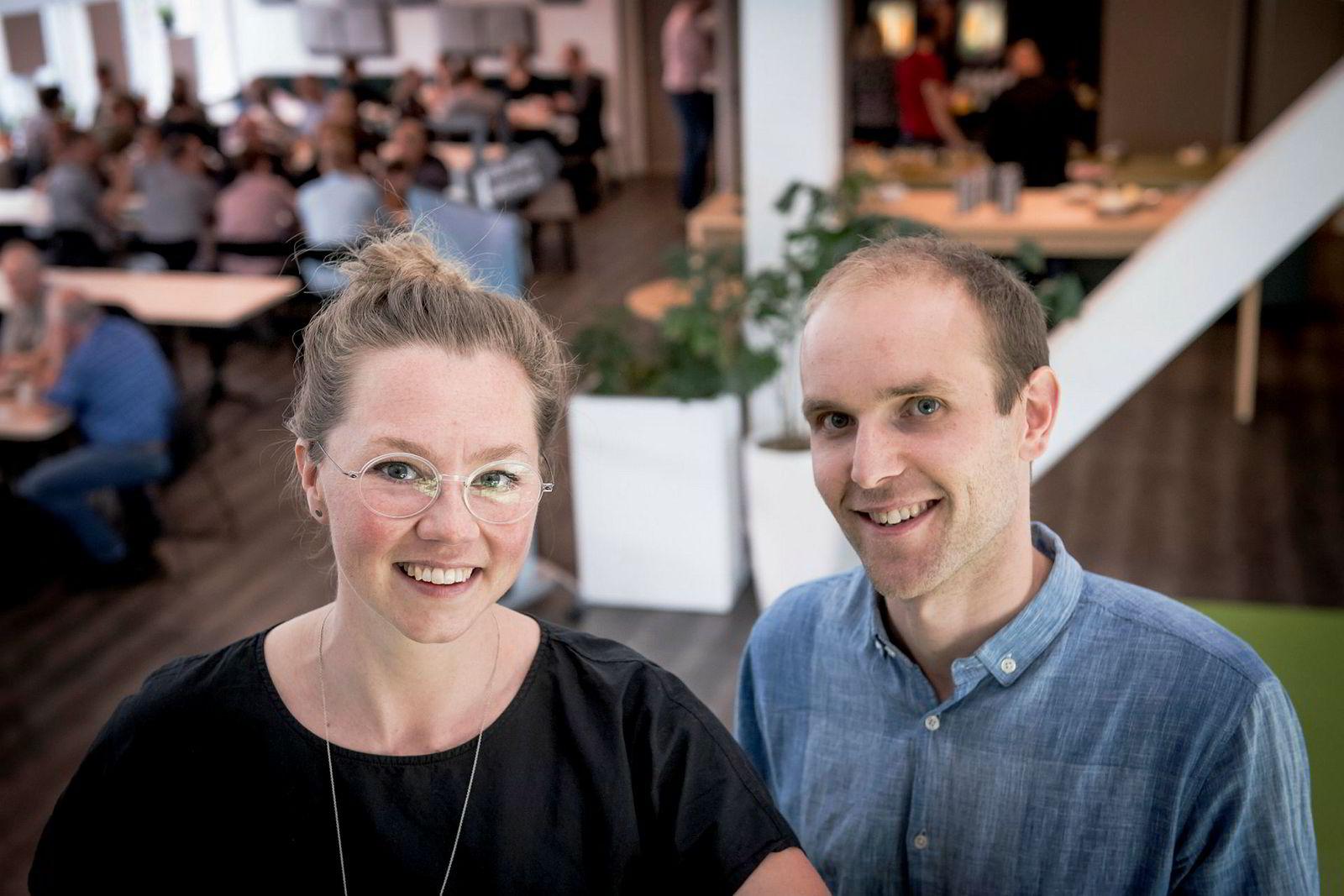 Silje Solberg og Mads Simonsen har opplevd at flere har banket på døren deres og bedt om å få jobbe for dem med i Ducky.