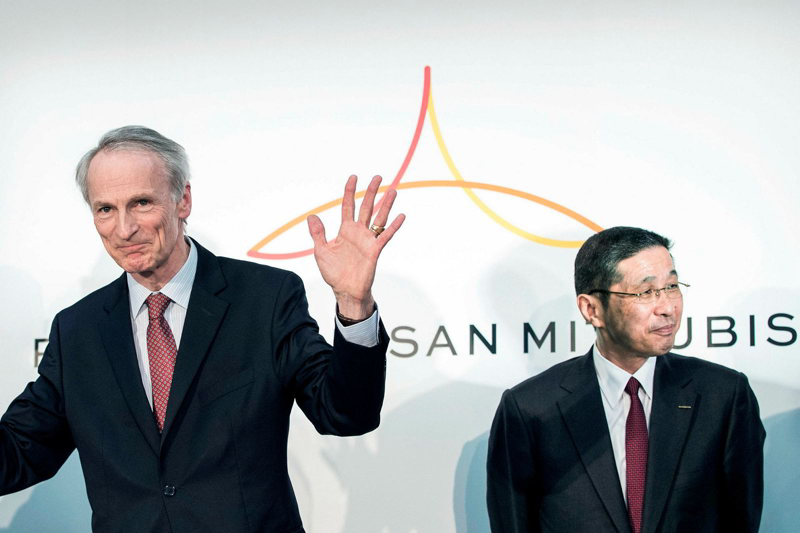 Renault styreformann Jean-Dominique Senard (til venstre) og Nissan Motors president og konsernsjef Hiroto Saikawa holdt en pressekonferanse om sitt samarbeid i Nissan hovedkvarteret i Yokohama, Kanagawa provinsen i mars.