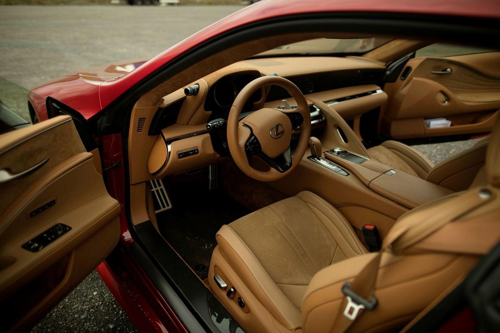 Ingen lager like gjennomførte interiører som Lexus.