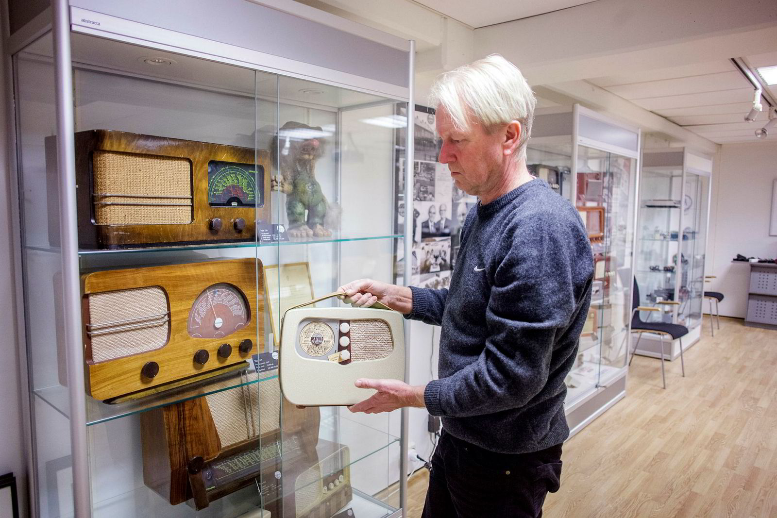 Klubbleder Petter Olsen med Mascots gamle radiomodeller.