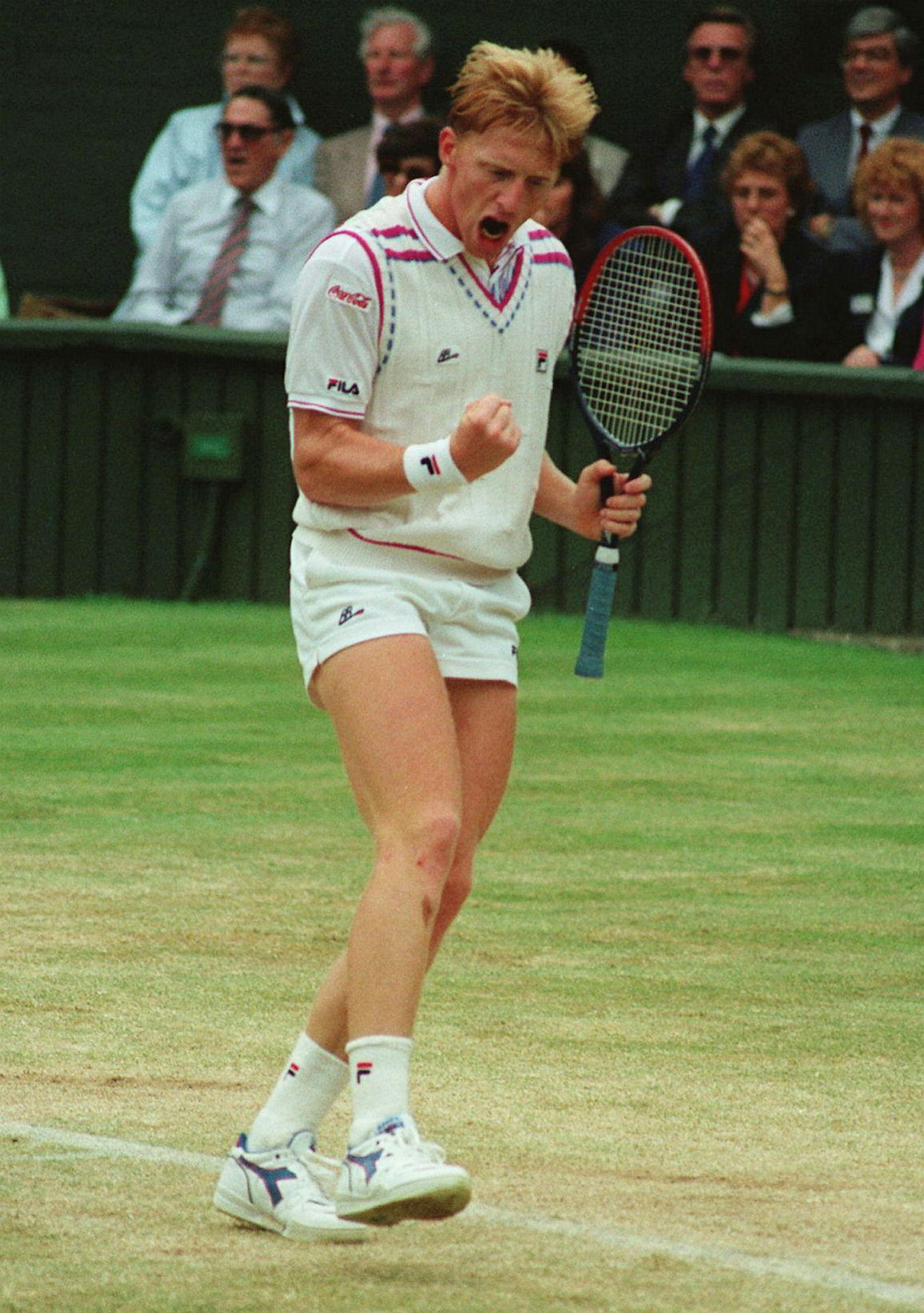 Boris Becker jubler etter å ha slått svenske Stefan Edberg i Wimbledon-finalen i 1989.