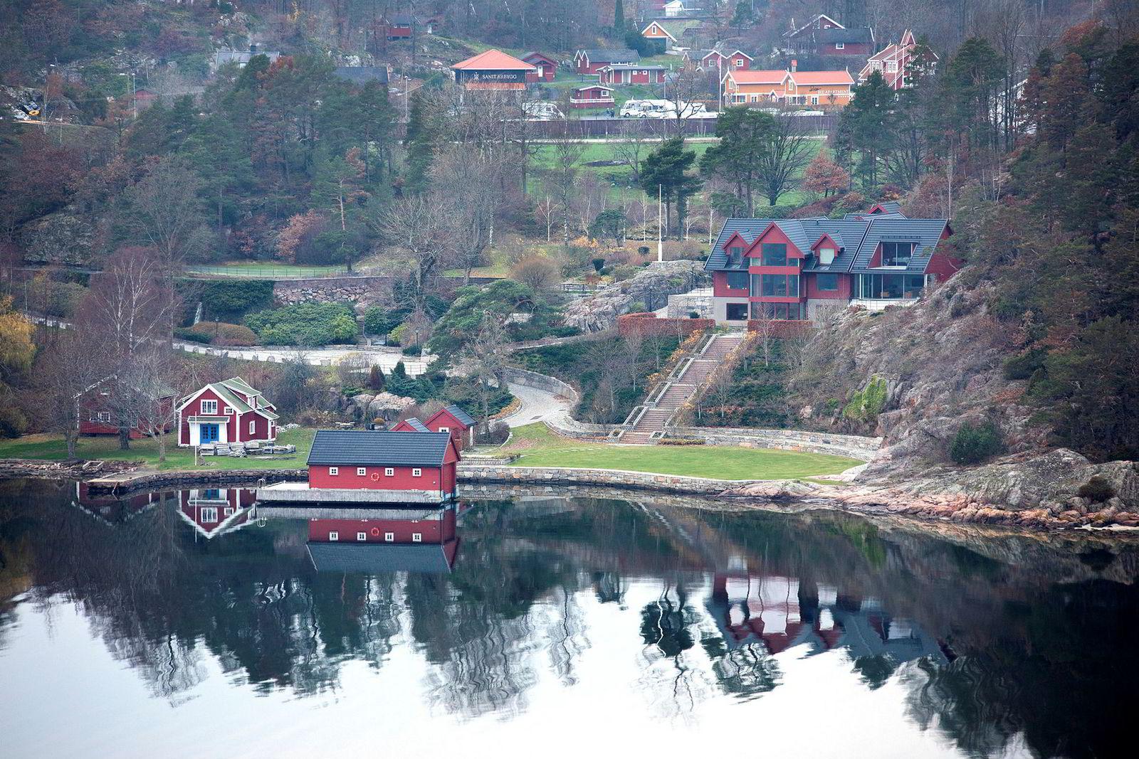 Holdt utenfor tvangssalget. Huset og eiendommen til kraft-traderen Einar Aas på Naxbie, Grimstad.
