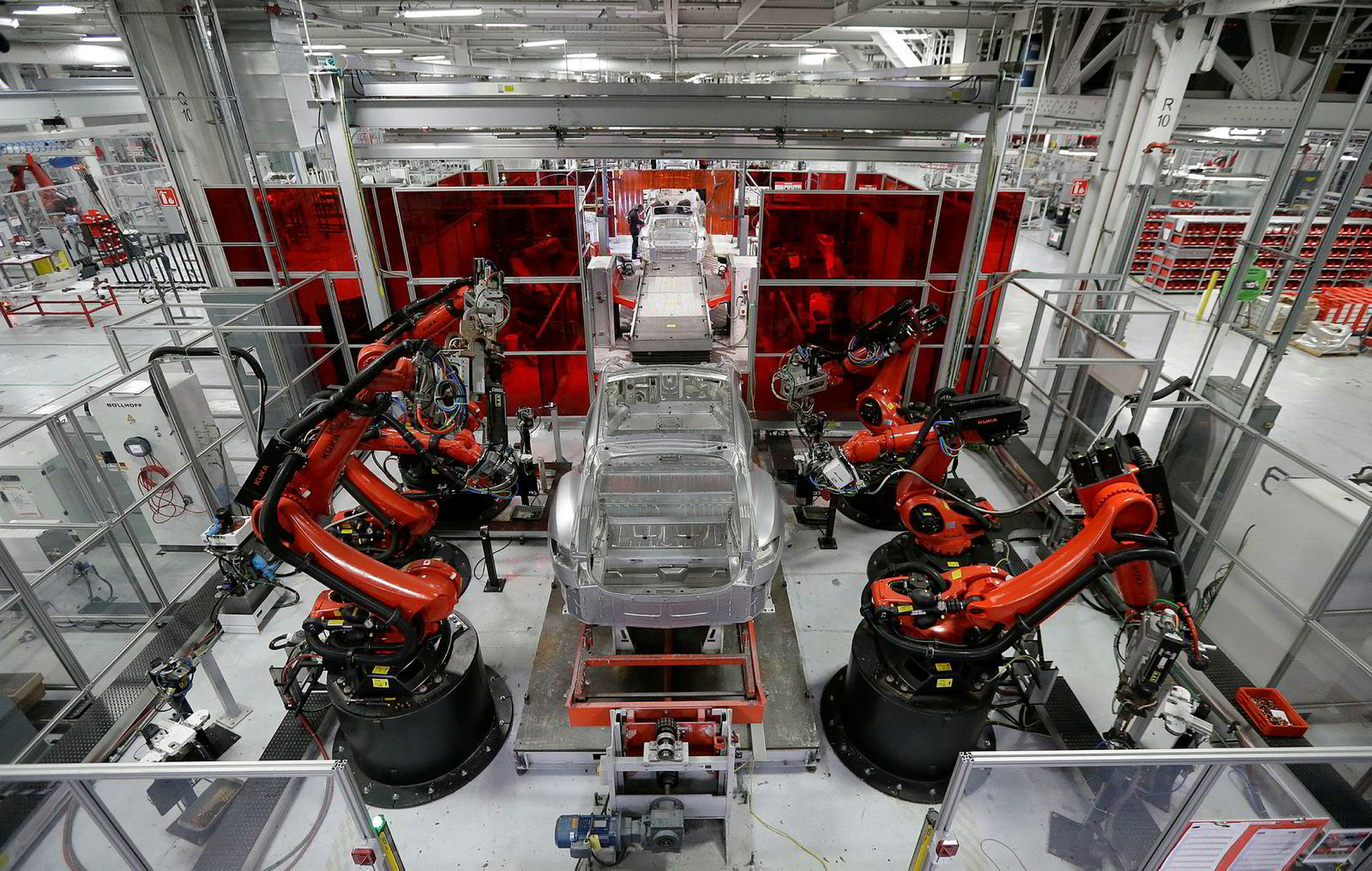 Kuka-roboter lager Tesla Model S i 2015.