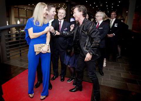Fra venstre statssekretær Julie Brodtkorb, Hurtigrutens Daniel Skjeldam, tidligere NHO-president Paul-Christian Rieber og Petter Stordalen ankom torsdag kveld festmiddagen i anledning NHOs årskonferanse i Oslo Spektrum.