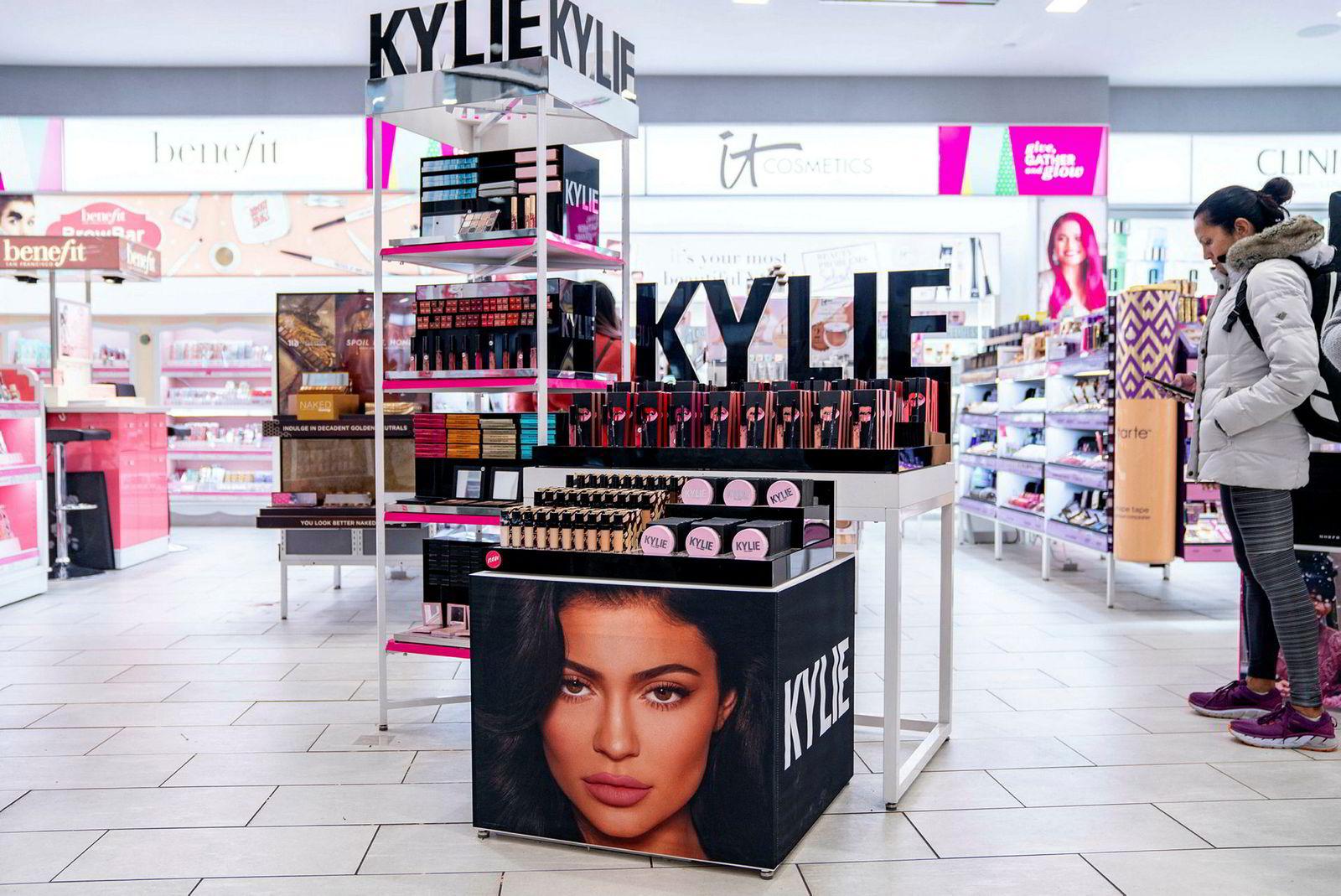 Kylie Jenner solgte 51 prosent av aksjene i Kylie Cosmetics for 600 millioner dollar i januar. Det verdsatte selskapet til 1,2 milliarder dollar.