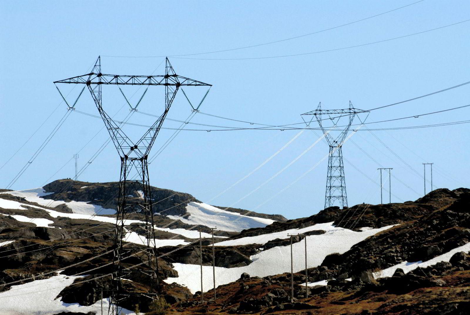 Flaks med spekulasjonshandel i kraftkontrakter ga Einar Aas en inntekt på 95.000 kroner per time, døgnet rundt, i 2016.