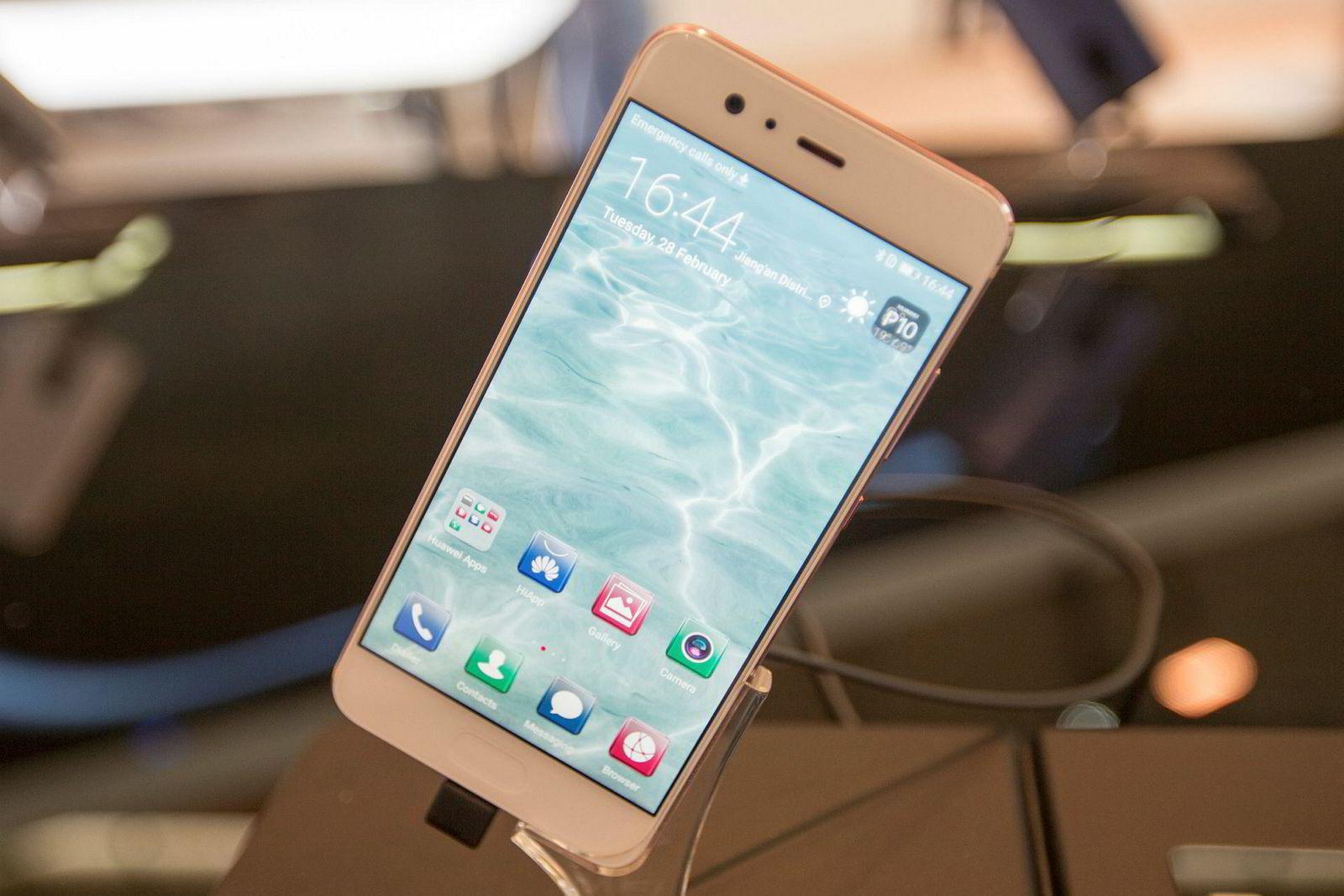 Huawei P10 er veldig lik Iphone, men det er bare utenpå.