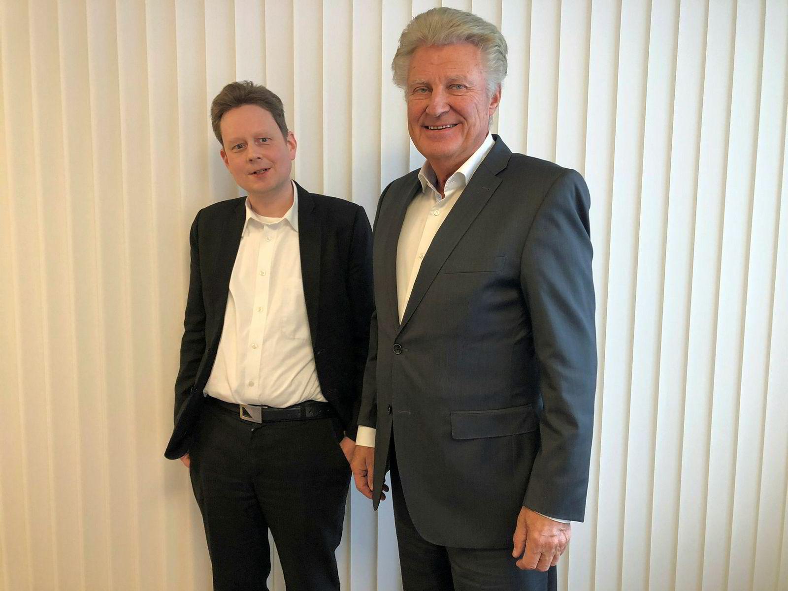 Audun Sommerli Time (til venstre) og Henning Hverven mener de sitter på grensesprengende klimateknologi. De vil lage biokull av hurtigvoksende elefantgress.