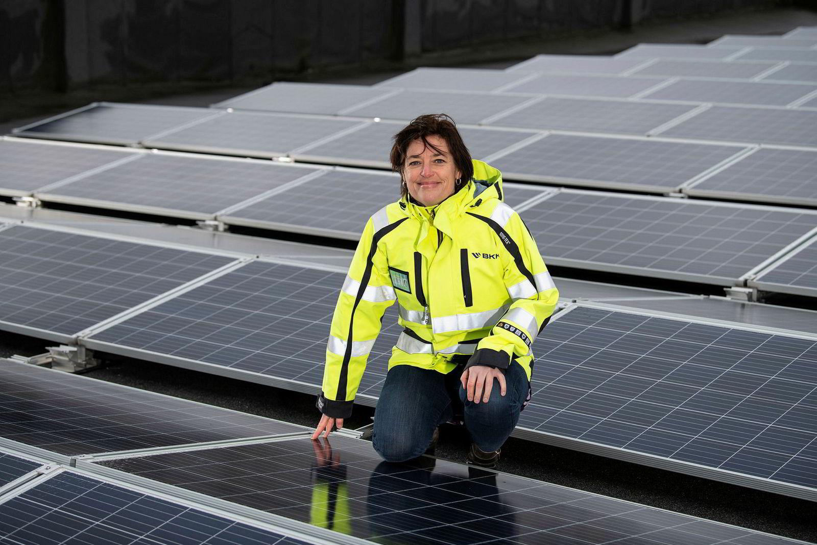 BKKs Anne Jordal planlegger et mikronett med solproduksjon i Loddefjord i Bergen.