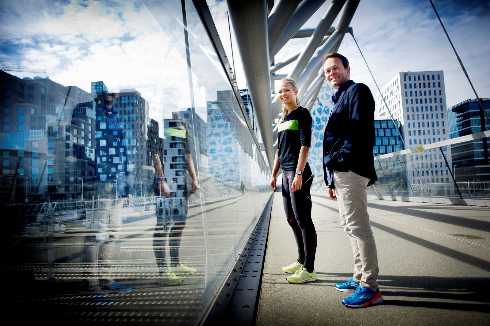 Personlig trener Hedvig Bang fra Elixia Bjørvika og Lars Thorrud general manager i Ithaca Petroleum Holdings As henholdsvis arrangerer og løper trappeløpet, Barcode Challenge i Bjørvika i ettermiddag. Foto Mikaela Berg
