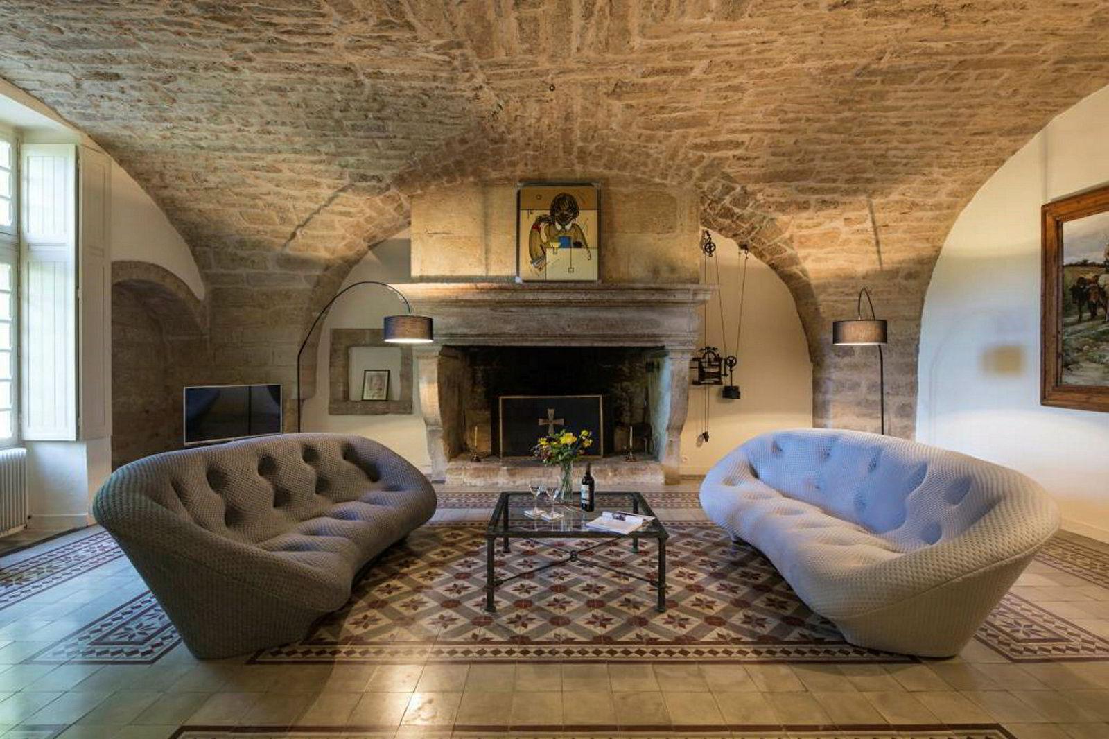Interiør i vinslottet Saint Martin de la Garrigue i Languedoc nær Montpellier i Sør-Frankrike