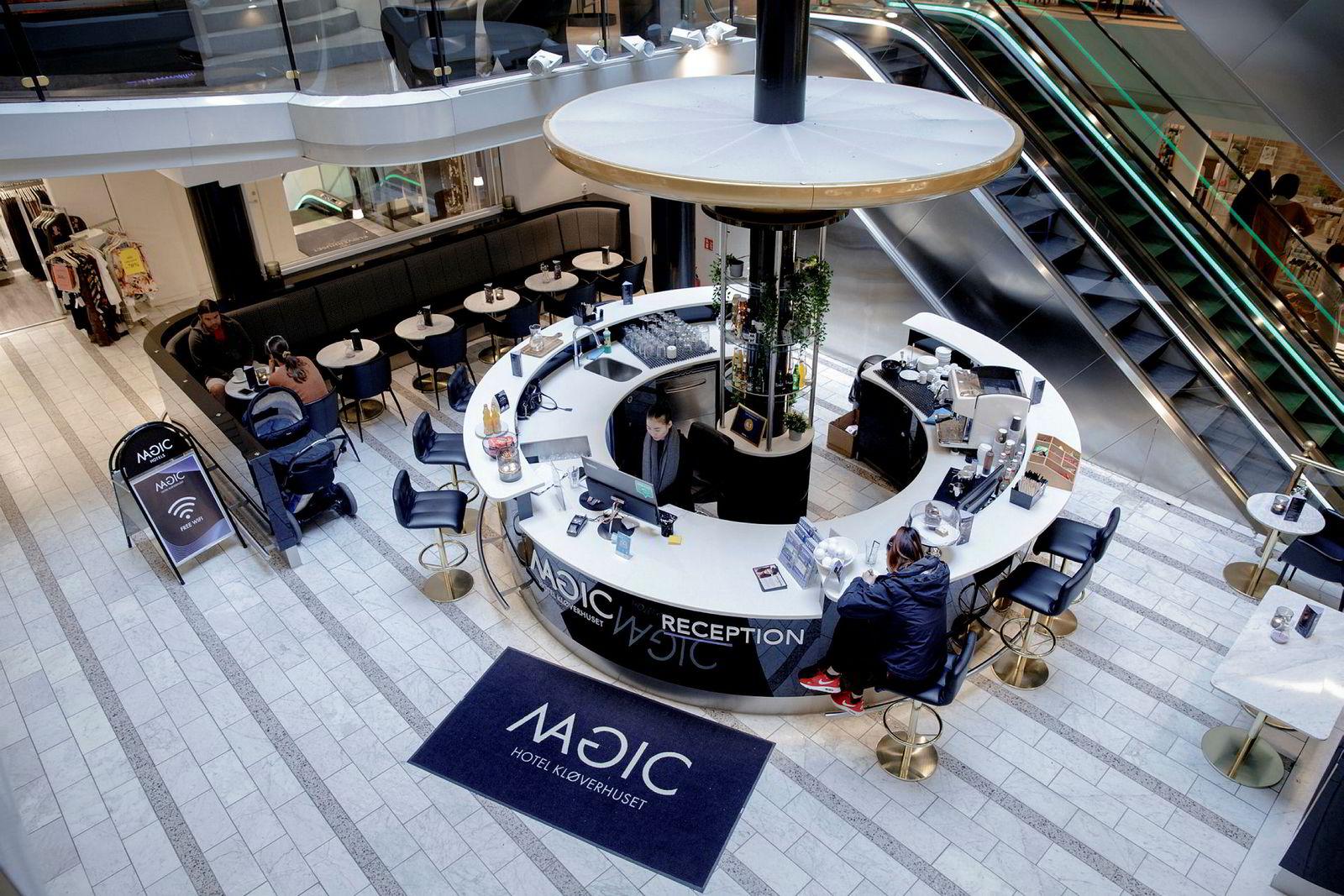 Magic Norway har konvertert deler av kjøpesenteret Kløverhuset i Bergen til hotellrom; her fra resepsjonen.