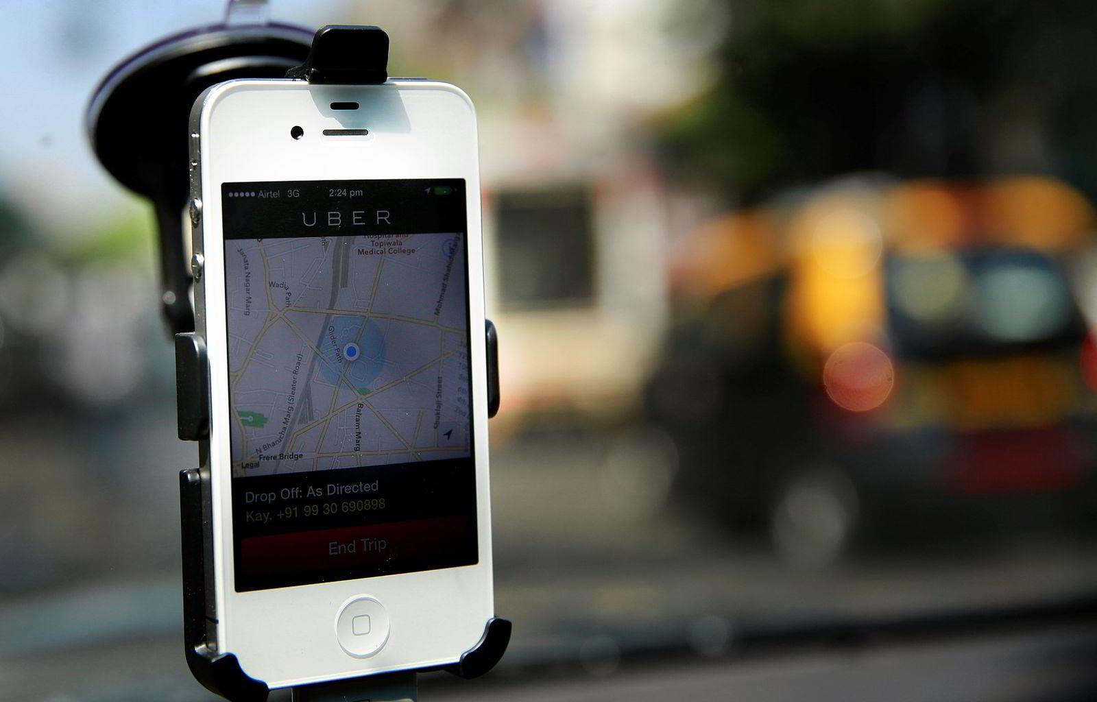 Skyssdelings-appen til Uber gjør det enkelt for passasjerer i en rekke amerikanske byer å få kontakt med sjåfører med ledige biler rett fra mobiltelefonen. (Foto Rafiq Maqbool/AP/NTB Scanpix)