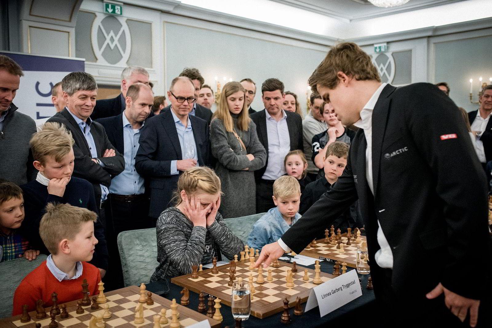 Linnea Garberg Tryggestad holdt ut lengst blant barna, men måtte til slutt gi tapt for verdensmester Magnus Carlsen.