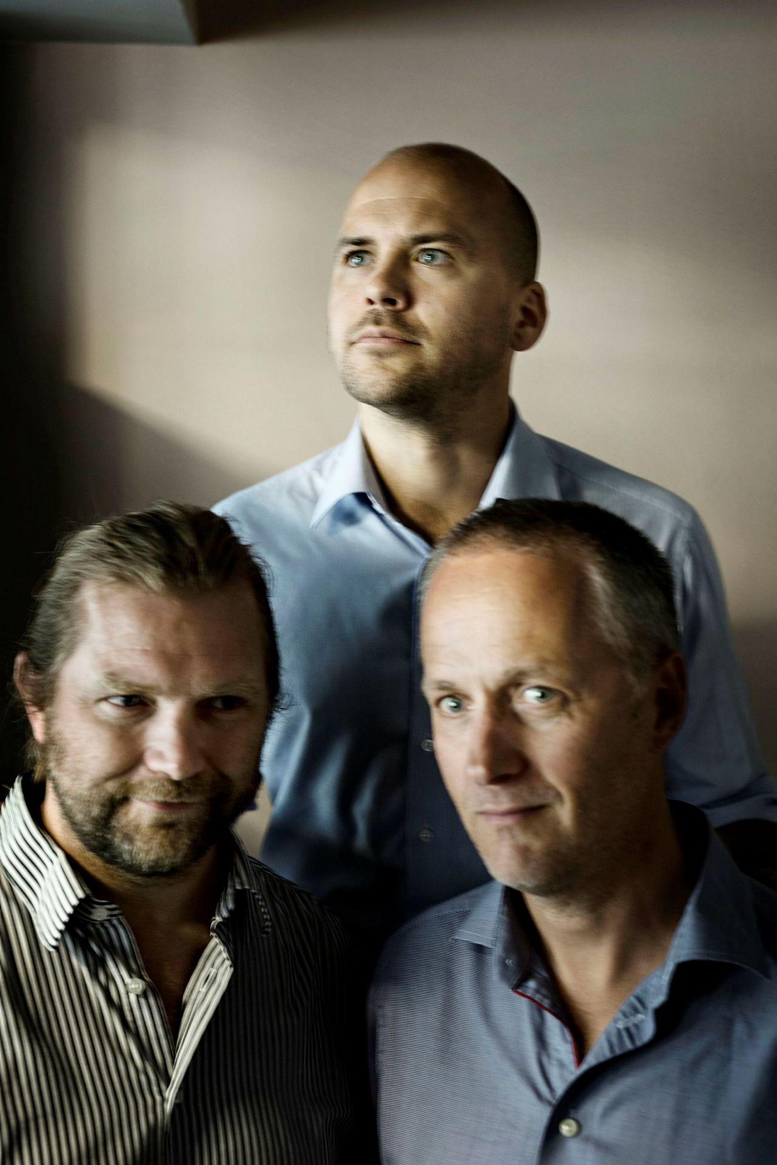 Tharald Nustad (til venstre), Haakon Brunell (bak) og Anders H. Lier står bak akselleratorprogrammet Katapult.