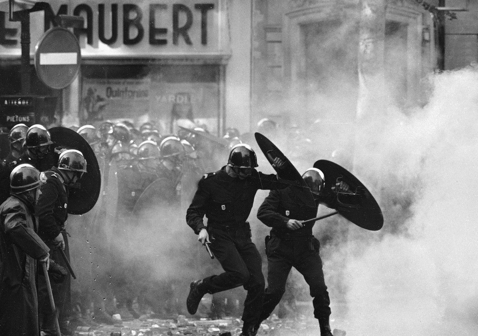 Anti-terrorpoliti ble satt inn mot demonstrantene.