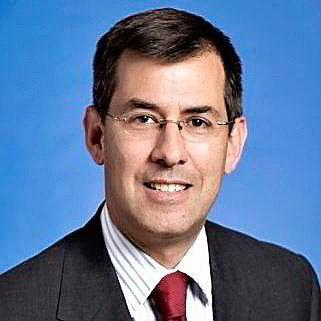 S&P-analytiker Ben Tsocanos sier Exxon driver i en kapitalsensitiv bransje.