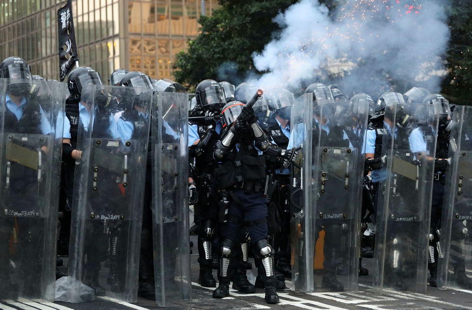 Politiet sendte tåregass mot demonstrantene under demonstrasjonen onsdag.
