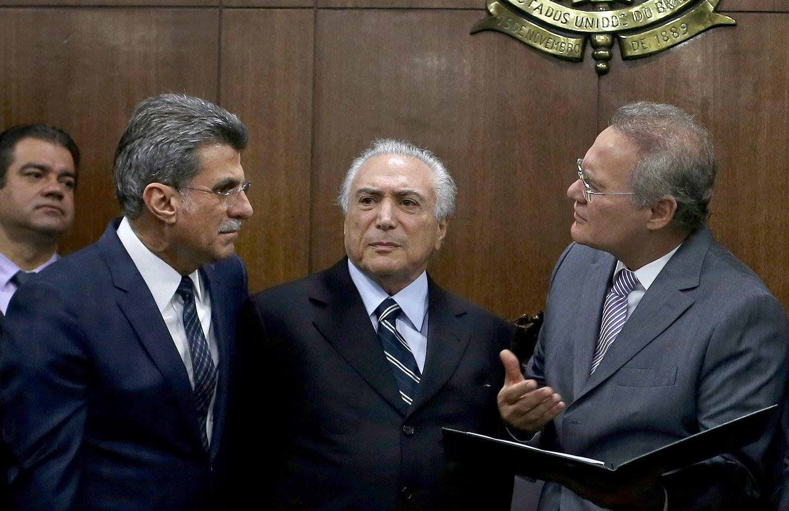 Brasils president Michel Temer (midten) under et politisk møte med senatslederen Renan Calheiros (t.h.) og den nylig avgåtte planlegginsministeren Romero Juca (t.v.). Foto: REUTERS/Adriano Machado/NTB Scanpix