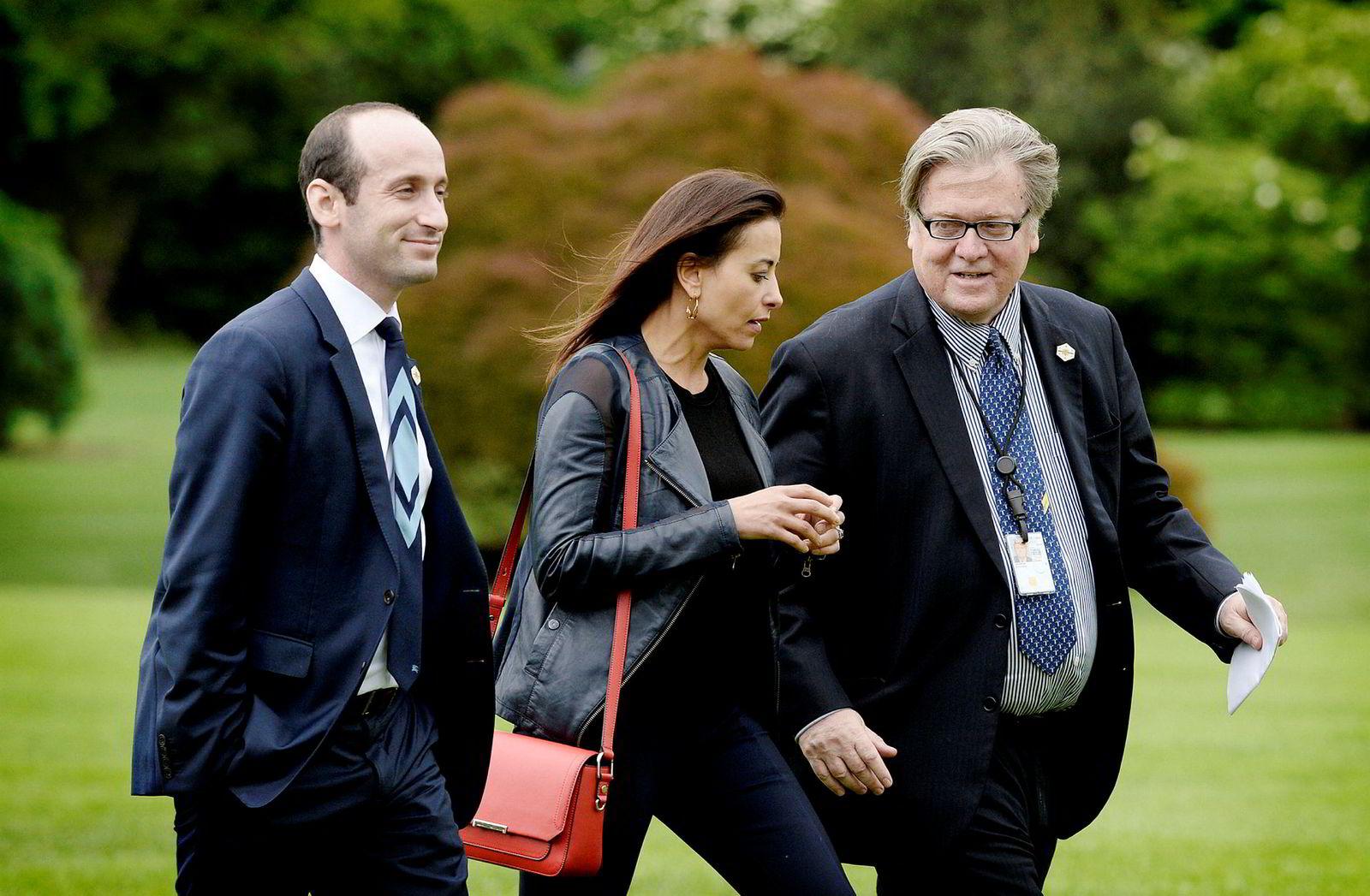 Stephen Miller (til venstre) og Steve Bannon blir av forsker Brian Klaas omtalt som en del av populistene i Det hvite hus. Her sammen med sikkerhetsrådgiver Dina Powell.