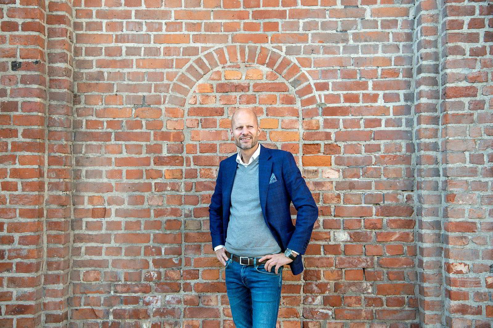 – Mobiltalk startet jeg på loftet hjemme, sier Christian Pritchard som nok en gang starter et mobilselskap