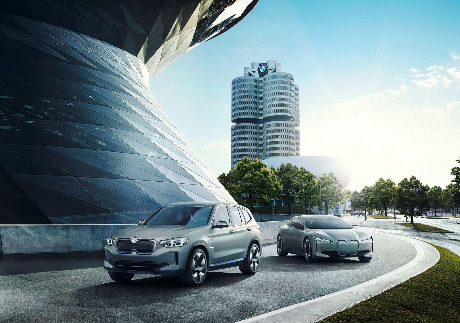 BMW Concept iX3 sammen med i Vision Dynamics som skal bli produksjonsmodellen i4.