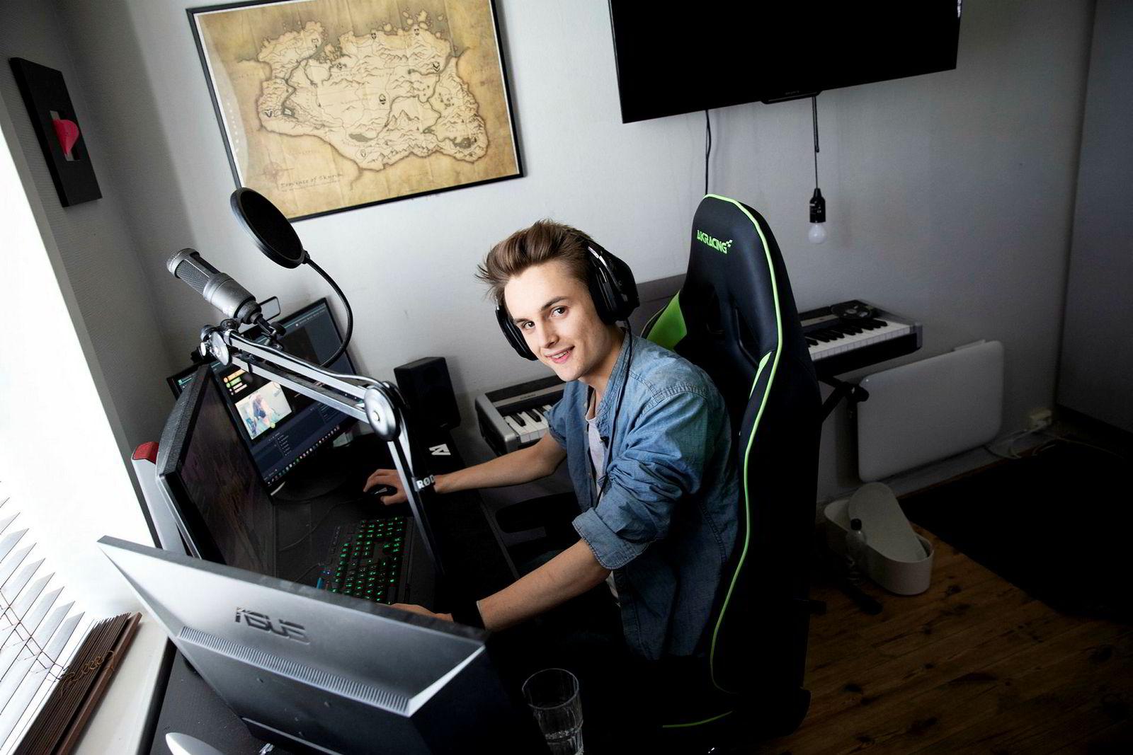 Flere ganger i uken lager Youtube-profilen Elias «KimePlays» Rådlund (20) videoer der han spiller Fortnite.