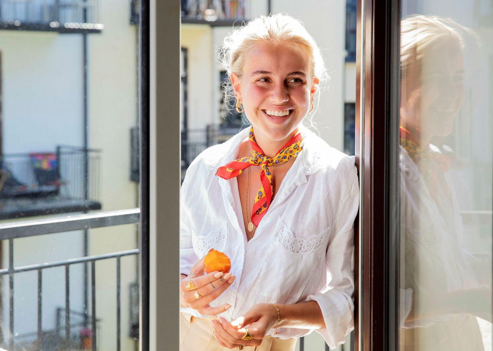 Anniken Jørgensens (22) bok «En natt til» gikk rett inn på førsteplass på Boklista.