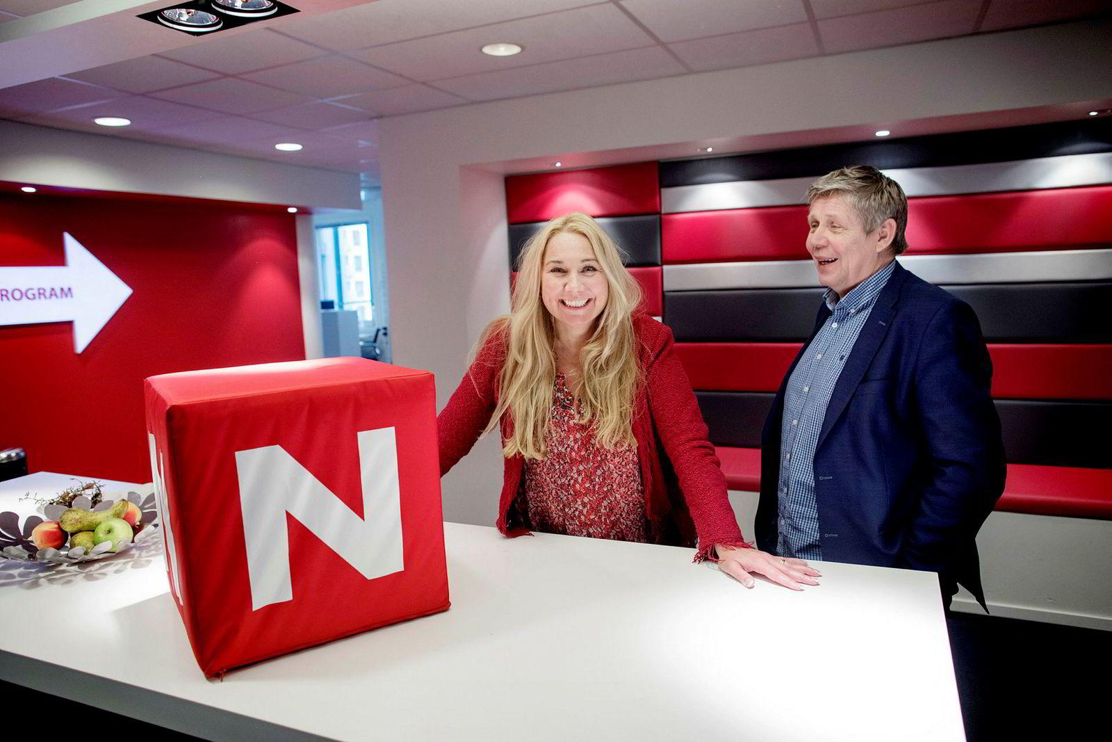 Tine Austvoll Jensen i Discovery Norge, som eier TVNorge, kan smile over gode tv-tall i juni. Til høyre står hennes programdirektør, Eivind Landsverk.