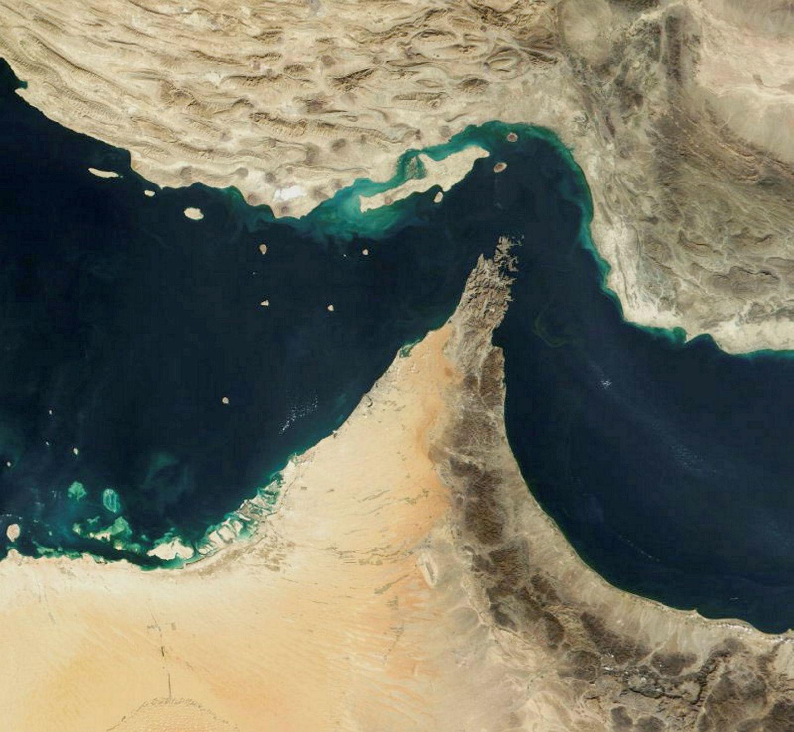 Hormuzstredet forbinder Omanbukta med Persiabukten. Iran ligger nord i stredet.