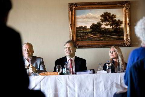 2012. John Fredriksen, Tor Olav Trøim og Fredriksens datter Cecilie på generalforsamling for Fredriksens selskaper på Bermuda i 2012. Gjennomførersamme år en større rednings- operasjon for Frontline, der kassen er i ferd med å gå tom.