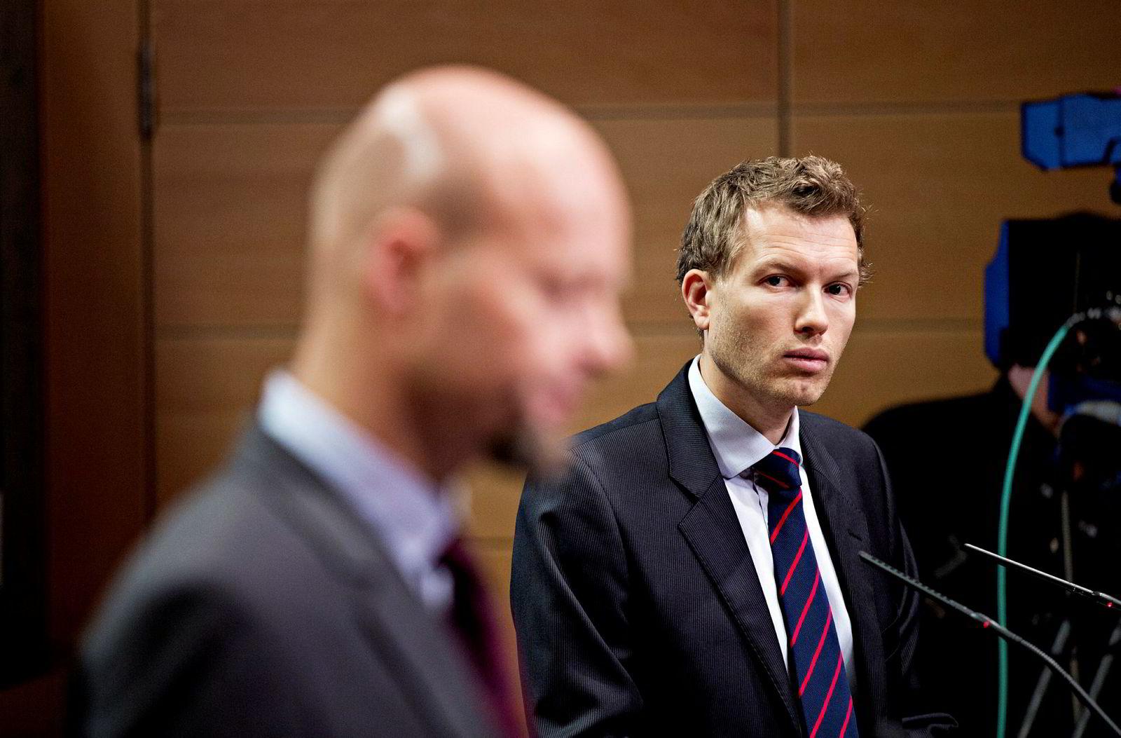 Kommunikasjonssjef Thomas Sevang i NBIM (til høyre) sier at Oljefondet diskuterte Cannabis-investeringene med Etikkrådet.