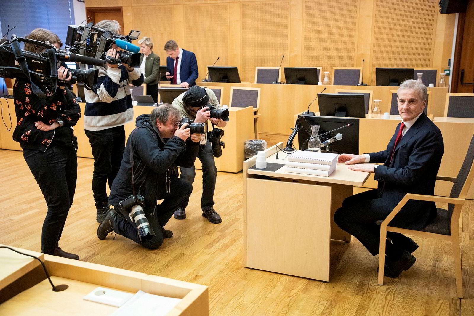 Det var stor interesse for tidligere utenriksminister Jonas Gahr Støres vitnemål.