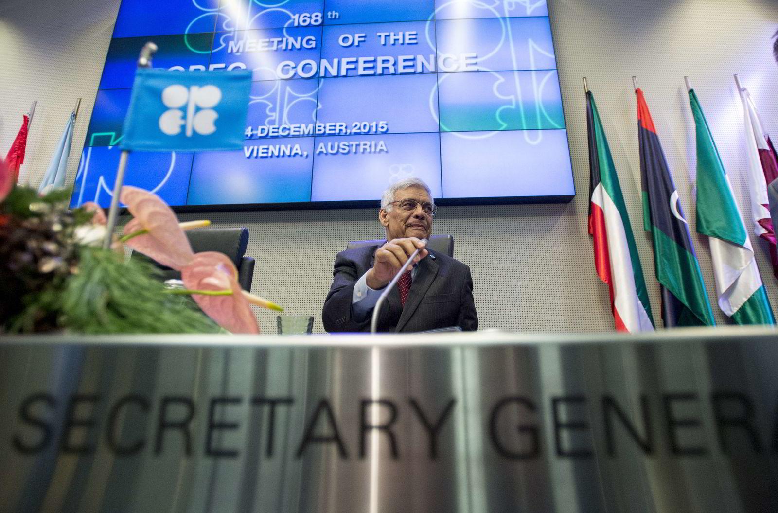 Opec-sjef Abdalla Salem el-Badri avbildet under det forrige offisielle Opec-møtet i desember. Foto: AFP PHOTO / JOE KLAMAR / NTB Scanpix