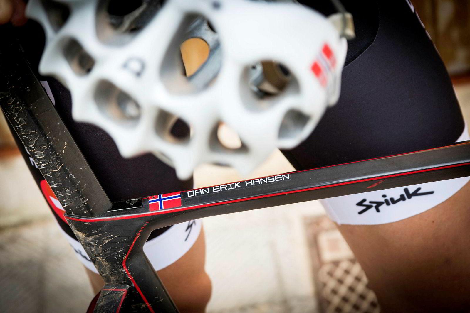 Dan Erik Hansens navn står printet på sykkelens ramme.