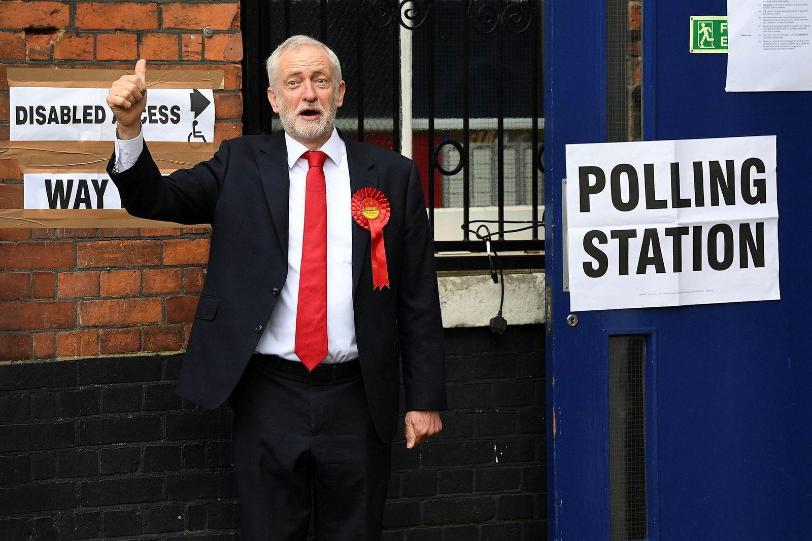 8. juni 2017: Statsminister Theresa May utlyste nyvalg i april i et håp om å sikre seg et enda sterkere mandat med flere seter i parlamentet. I stedet tapte May flertallet, til fordel for hovedmotstanderen Labour og partileder Jeremy Corbyn (bildet).