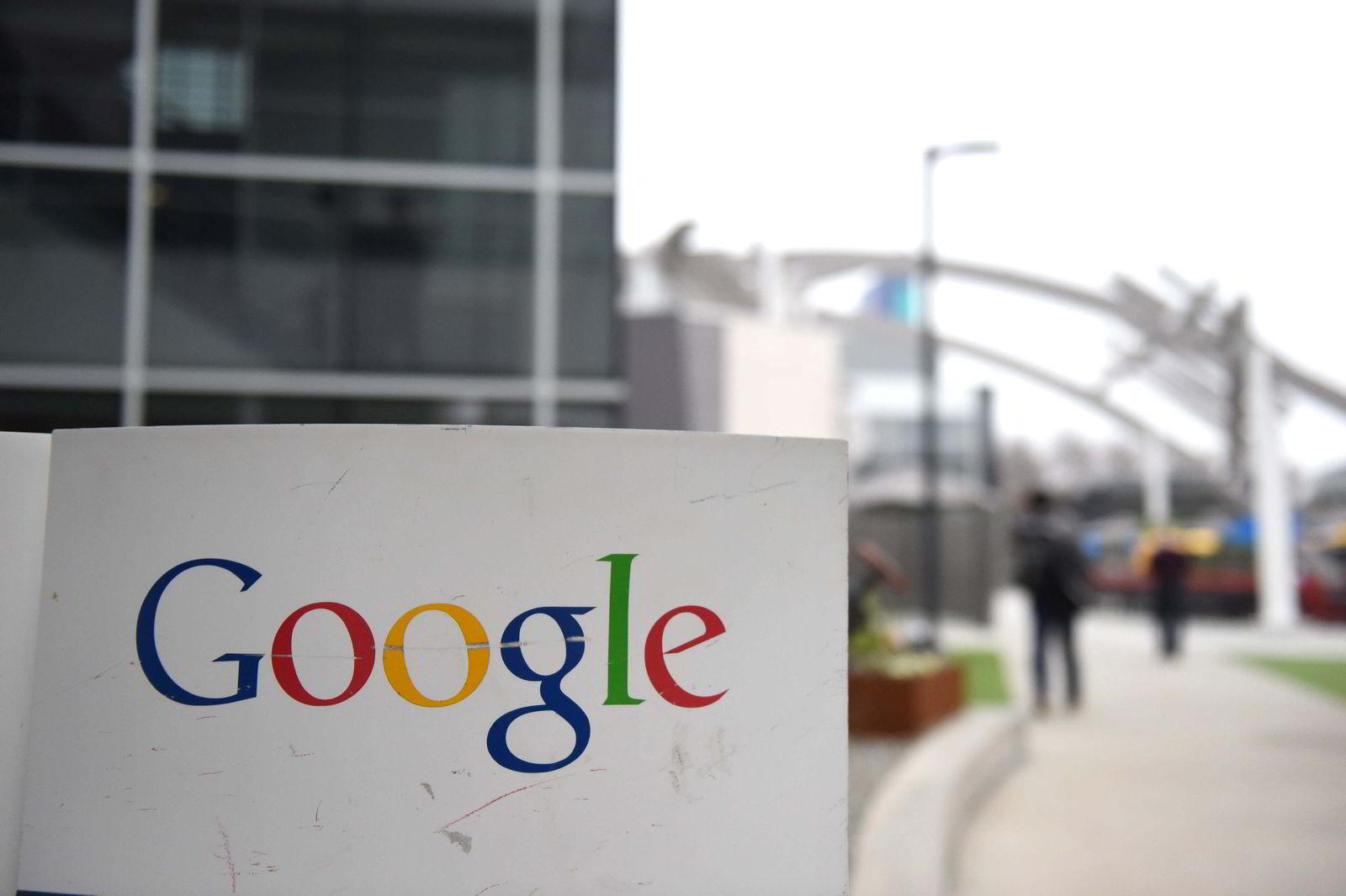 Googles logo utenfor hovedkvarteret i Mountain View, California. AFP PHOTO / SUSANA BATES
