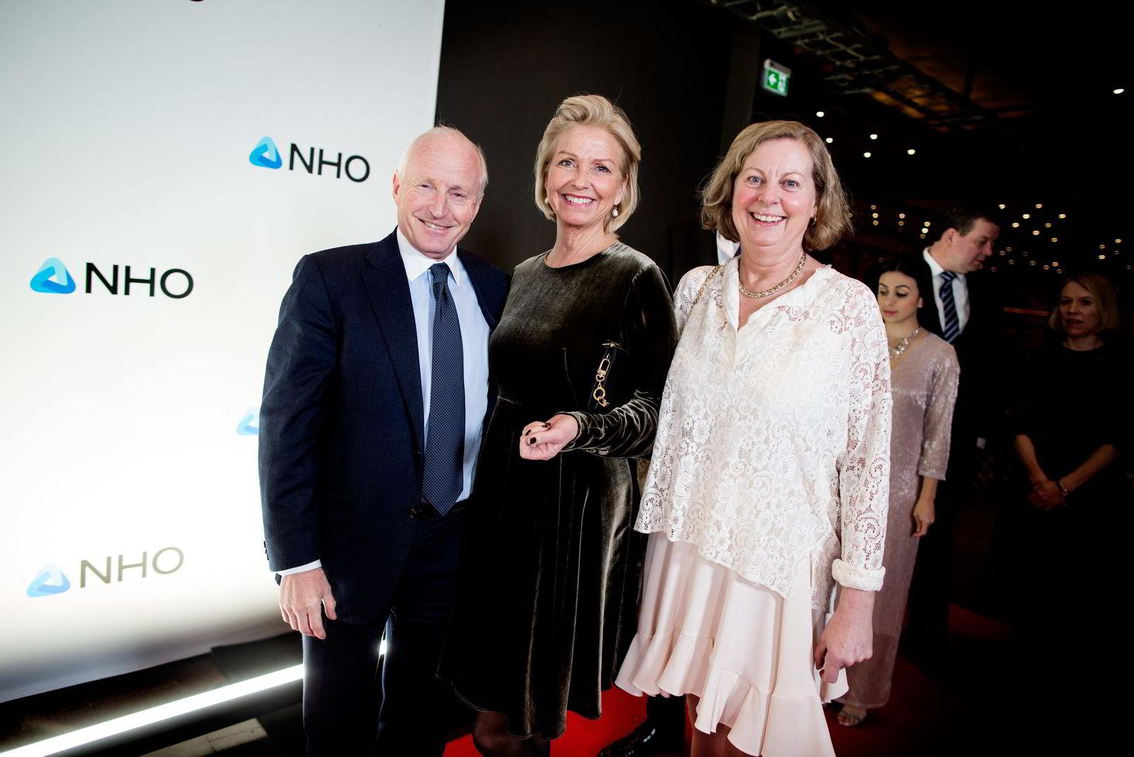 På vei til NHO-middag. Fra venstre Christian Ringnes, Berit Kjøll og Berit Svendsen.